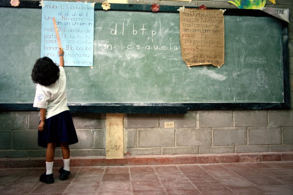 "World Bank/Alfredo Srur, ""A student in a classroom in Tegucigalpa, Honduras."""
